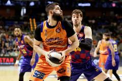 Una lección al Barça: el Valencia expulsa al campeón de la Copa