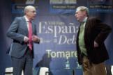 El director de EL MUNDO, Francisco Rosell, y el escritor José Antonio Gómez Marín, este jueves, en Tomares (Sevilla).