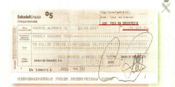 Cheque por 1.125.000 euros con el que la hija de Zaplana y su marido compraron un inmueble en Mahón.