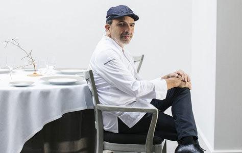 El cocinero navarro, en su restaurante.
