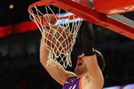 Luka Doncic (Dallas Maveriks) en el partido de la NBA Rising Stars ayer, en Chicago