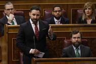 Santiago Abascal, junto a diputados de Vox, durante la sesión de control al Gobierno.