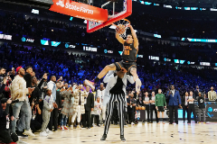 Feb 15, 2020; Chicago, Illinois, USA; Orlando Magic player Aaron Gordon dunks over lt;HIT gt;Tacko lt;/HIT gt; lt;HIT gt;Fall lt;/HIT gt; during the slam dunk contest during NBA All Star Saturday Night at United Center. Mandatory Credit: Kyle Terada-USA TODAY Sports