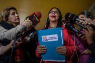 Delcy Rodríguez habla con la prensa.