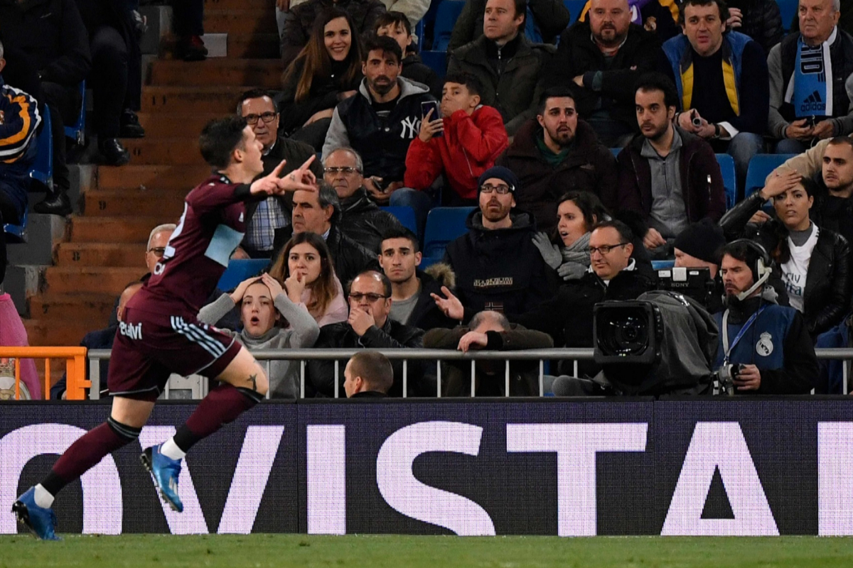 Santi Mina celebra el gol del empate en el Bernabéu.