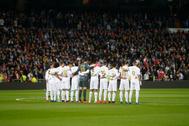 Los jugadores del Madrid durante el minuto de silencio.