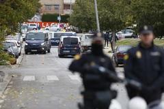 Agentes del Cuerpo Nacional de Policía armados participan en la operación Cake, desarrollada en noviembre en Granada contra el tráfico de marihuana.