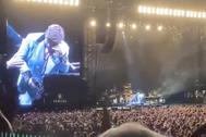 Elton John en el momento en que ha tenido que cancelar su actuación