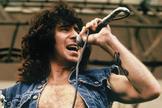El cantante australiano Bon Scott, durante un concierto con AC/DC.