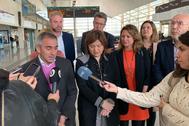Isabel Bonig, este lunes, en la estación de Castellón junto a los máximos responsables del PP de la provincia.