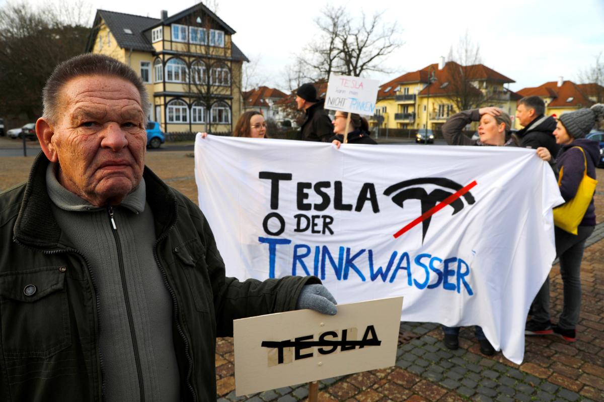 Ecologistas paralizan la construcción de la planta de Tesla en Berlín por la tala de árboles