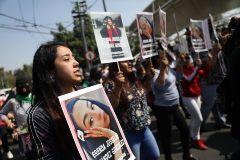 Protestas en Ciudad de México en recuerdo de varias mujeres asesinadas.