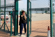La ex 'conseller' Dolors Bassa, a su salida de la prisión de Puig de Les, este lunes, en Figueras (Gerona).