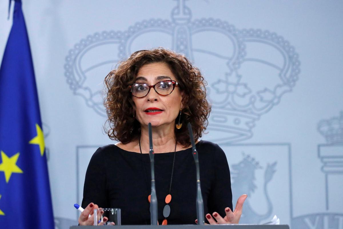 La portavoz del Gobierno, María Jesús Montero, este lunes, tras la reunión de Pedro Sánchez con Pablo Casado.