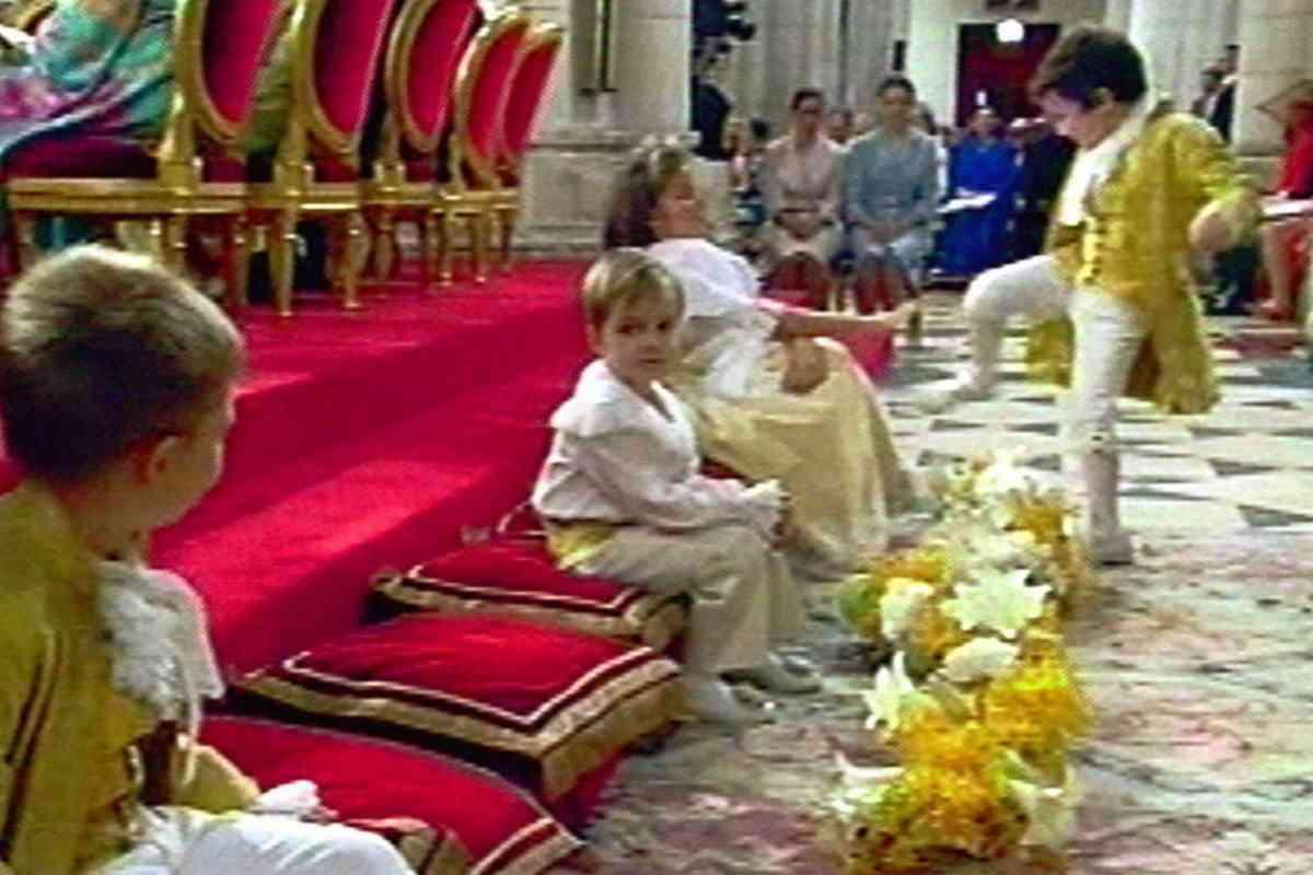Momento de la patada de Froilán en la boda de los entonces Príncipe Felipe y Letizia.