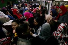 Pasajeras en el metro de El Cairo.