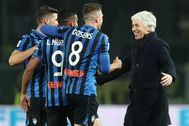 Bergamo (Italy).- Atalanta's coach Gian Piero lt;HIT gt;Gasperini lt;/HIT gt; (R) celebrates the victory with his teammates at the end of the Italian Serie A soccer match between Atalanta BC and AS Roma, at the Gewiss Stadium in Bergamo, Italy, 15 February 2020. (Italia) EPA/