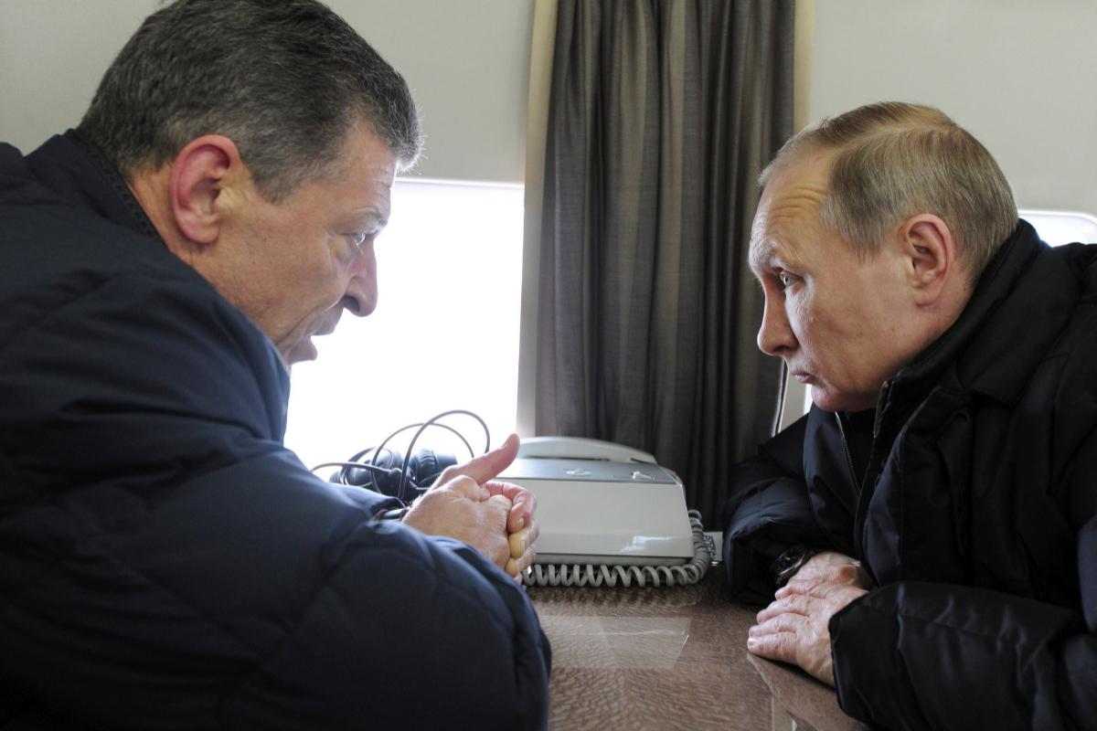 Dimitri Kozak junto a Vladimir Putin, en 2016.