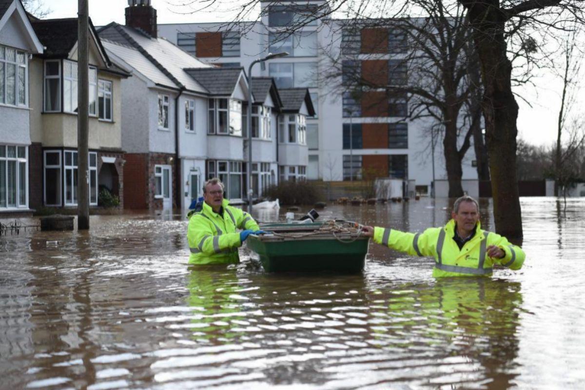 AServicios de emergencia en Hereford, Inglaterra, este lunes.