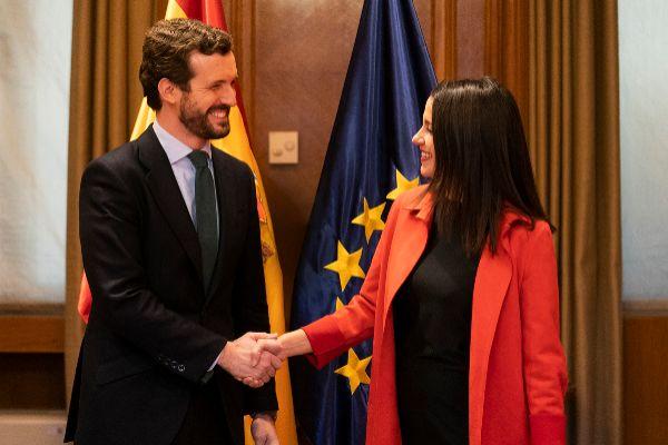 El presidente del PP, Pablo Casado, y la portavoz de Cs en el Congreso, Inés Arrimadas, este martes, en la Cámara Baja.