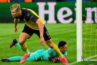 Dos goles del increíble Haaland doblegan al PSG