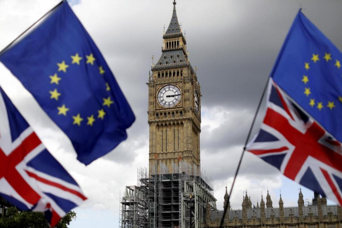 Banderas de Reino Unido y la UE en Londres tras el Brexit.