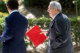 El ex embajador de España en Venezuela Raúl Morodo, tras declarar, en 2019, en la Audiencia Nacional.