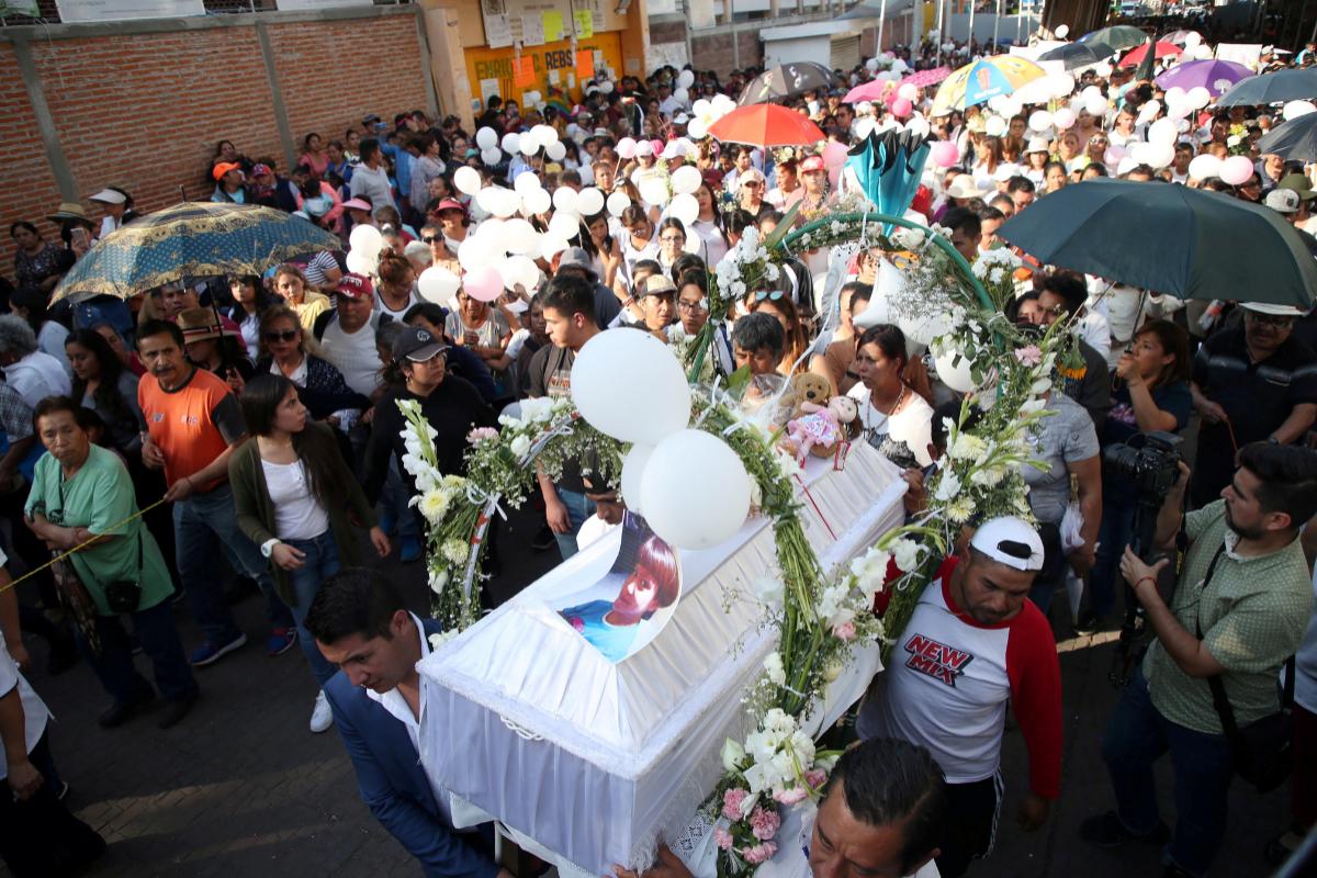 Vecinos acuden al funeral de Fátima, la niña de siete años violada y asesinada en México.