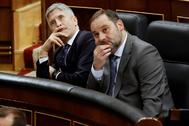 Los ministros de Interior y Transportes, Fernando Grande-Marlaska (izqda.) y José Luis Ábalos, este miércoles, en el Congreso.