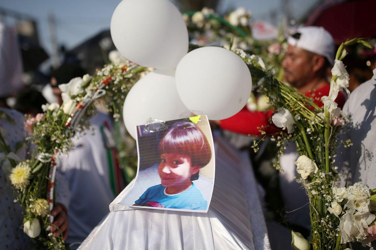 El funeral de Fátima, con una fotografía de la pequeña.