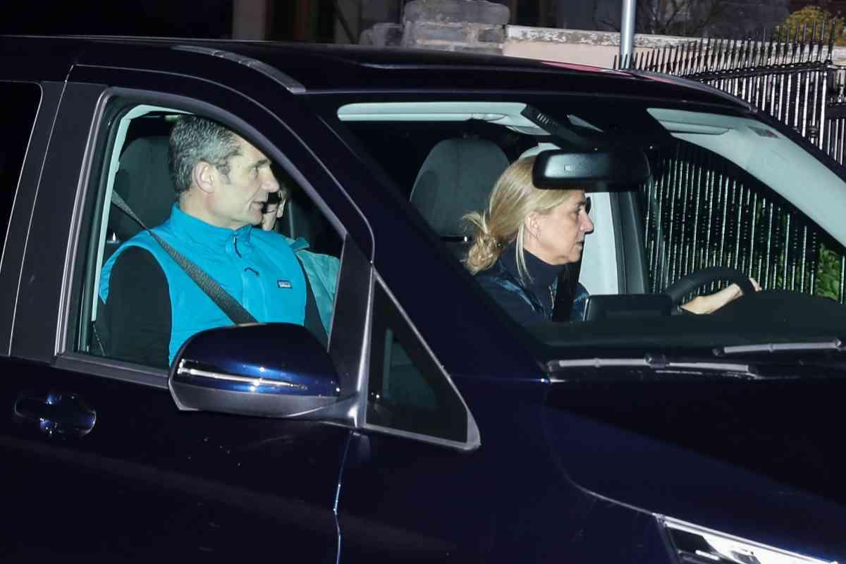Doña Cristina acudió a recoger a su marido el día de los enamorados, cuando empezaba su permiso.