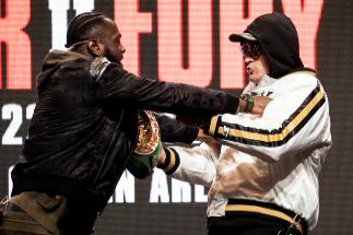 """Wilder y Fury, a empujones antes del gran combate: """"Con mis puños le callaré la boca"""""""