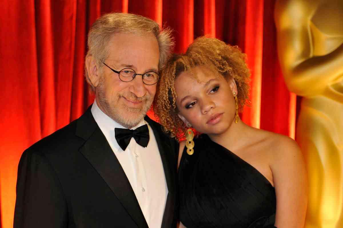 Steven Spielberg y su hija, Mikaela, en una imagen de 2009.