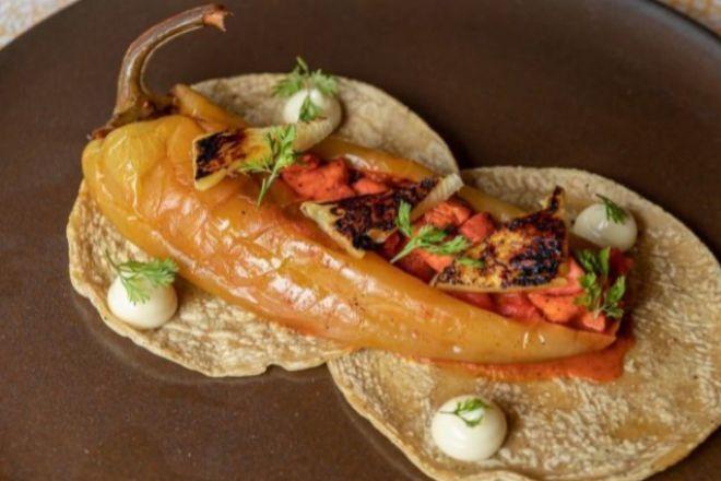 Taco de chile de agua y pescado, en Comedor Jacinta (Ciudad de México).