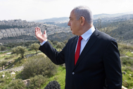 Benjamin Netanyahu, frente al asentamiento de Har Homa.