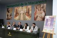Manuel Martin Martin con Fernandez Cabrero y los saeteros que ilustrarán la Exaltacion de La Macarena.