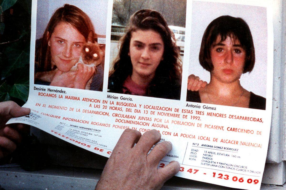 Cartel con la imagen de las tres niñas de Alcàsser.