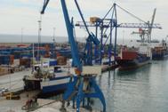 PortCastelló es el principal medio para la salida de las exportaciones azulejeras.