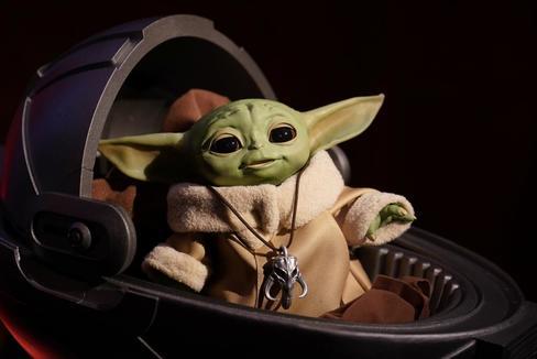 Uno de los juguetes de Baby Yoda de Disney.