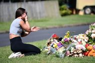 Brisbane (Australia).- A friend of the victims reacts at a makeshift memorial near the scene of a car fire, which yesterday claimed the lives of a mother and her three young children as well as their father's who died near by, in Brisbane, Australia, 20 February 2020. According to media reports, ex-rugby player Rowan lt;HIT gt;Baxter lt;/HIT gt;'s three children and his wife were killed in what is believed to be a deliberately lit car fire on 19 February in Brisbane. lt;HIT gt;Baxter lt;/HIT gt;'s body was allegedly found at the scene. Police are investigating if the deaths were a murder-suicide. (Incendio) EPA/ AUSTRALIA AND NEW ZEALAND OUT