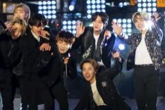 Los miembros de BTS, en Times Square, en la última nochevieja.