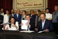 Puig, Oltra y Dalmau firman el segundo pacto del Botánico en el Castillo de Santa Bárbara.