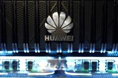 Un logotipo de la marca china Huawei.