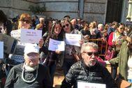 Acto  de la asociación ADELA-CV durante las pasadas fallas para reclamar la puesta en marcha de la  Red ELA. EL MUNDO