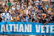 Aficionados, durante una manifestación contra Al Thani en Málaga.