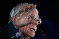 El senador Bernie Sanders da un mitin en Las Vegas (Nevada), donde hoy se celebran primarias demócratas.