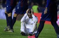 Sergio Ramos se lamenta, en el Ciutat de Valencia.