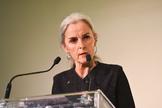 Lourdes Oñederra recibió en el año 2000 el Premio Euskadi de Literatura por una novela traducida al castellano como 'Y la serpiente dijo a la mujer'. Su 'mea culpa' sonó firme este jueves en el Palacio de Congresos Europa de Vitoria. «Ahora que las armas han callado», dijo, «que no falten las palabras, que no siga el silencio».