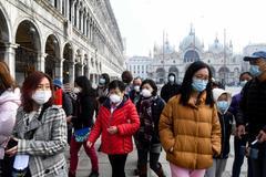 Turistas en la Plaza de San Marcos de Venecia, una ciudad donde se han suspendido los carnavales