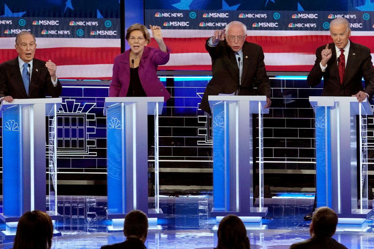 Mike Bloomberg, Elizabeth Warren, Bernie Sanders y Joe Biden durante el debate en Las Vegas, el 19 de febrero.